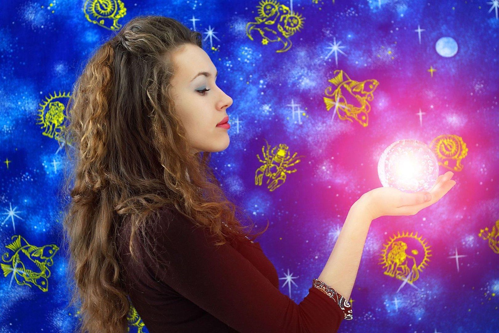 Картинки магического характера представлены